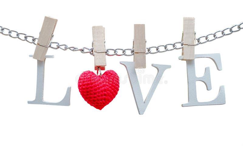 Słowo miłość z drewnianą klamerką na łańcuchu zdjęcia royalty free