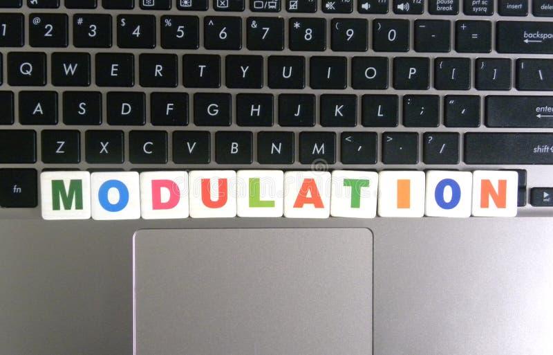 Słowo modulacja na klawiaturowym tle zdjęcie stock