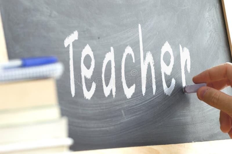 Słowo nauczyciela ręka pisać na blackboard fotografia stock