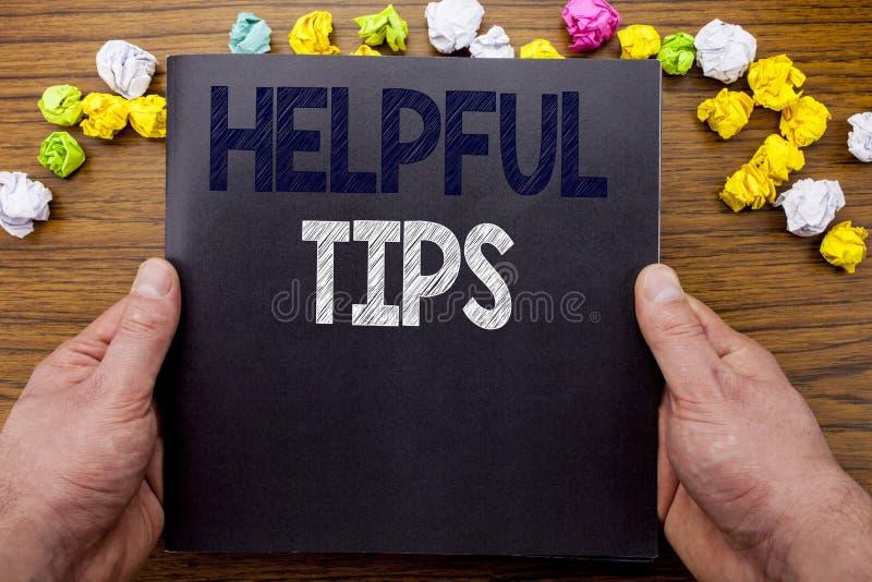 Słowo, pisze Pomocniczo poradach Biznesowy pojęcie dla pomocy w FAQ lub rada, pisać na notepad notatnika książce na drewnianym dr fotografia royalty free