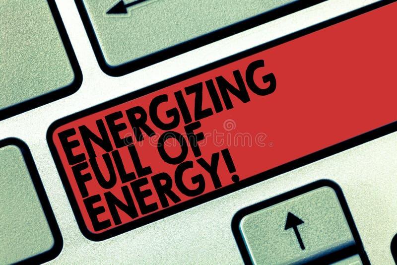 Słowo pisze tekscie Wzmacnia Pełno energia E zdjęcia royalty free