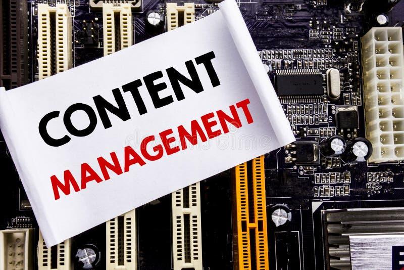 Słowo, pisze Zadowolonym zarządzaniu Biznesowy pojęcie dla Cms Online strony internetowej Pisać na kleistej notatce, komputerowy  zdjęcie royalty free