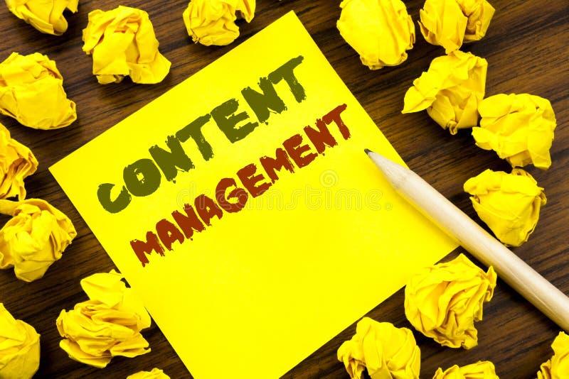 Słowo, pisze Zadowolonym zarządzaniu Biznesowy pojęcie dla Cms Online strony internetowej Pisać na kleistym nutowym papierze, dre zdjęcie stock