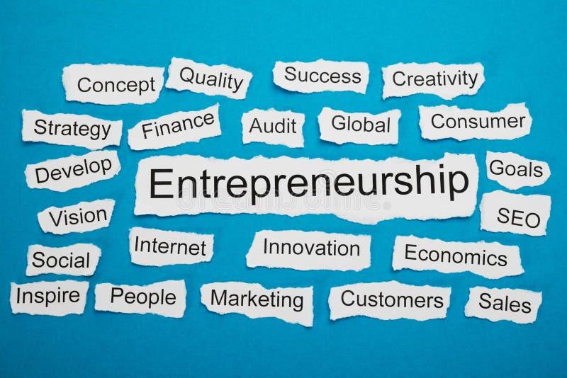 Słowo przedsiębiorczość na kawałku poszarpany papier zdjęcie stock