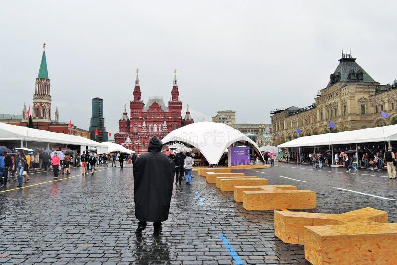 Słowo Rezerwuje robi drewniane cegły stawiać na placu czerwonym w Moskwa zdjęcia stock