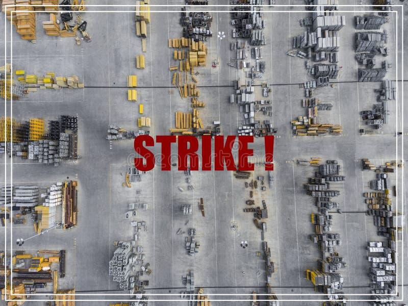 Słowo Strajkowa akcja Przemysłowy składowy miejsce, widok od above zdjęcie royalty free