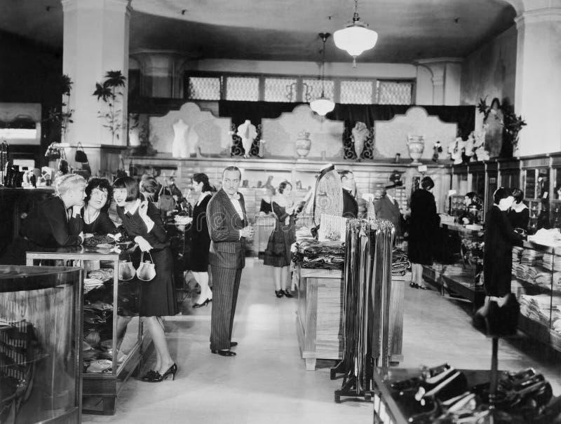 SŁUCHAĆ klienci (Wszystkie persons przedstawiający no są długiego utrzymania i żadny nieruchomość istnieje Dostawca gwarancje że  zdjęcie stock