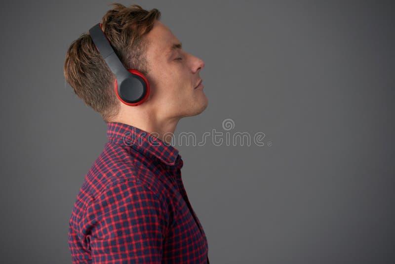 Słuchać muzyka zdjęcia royalty free