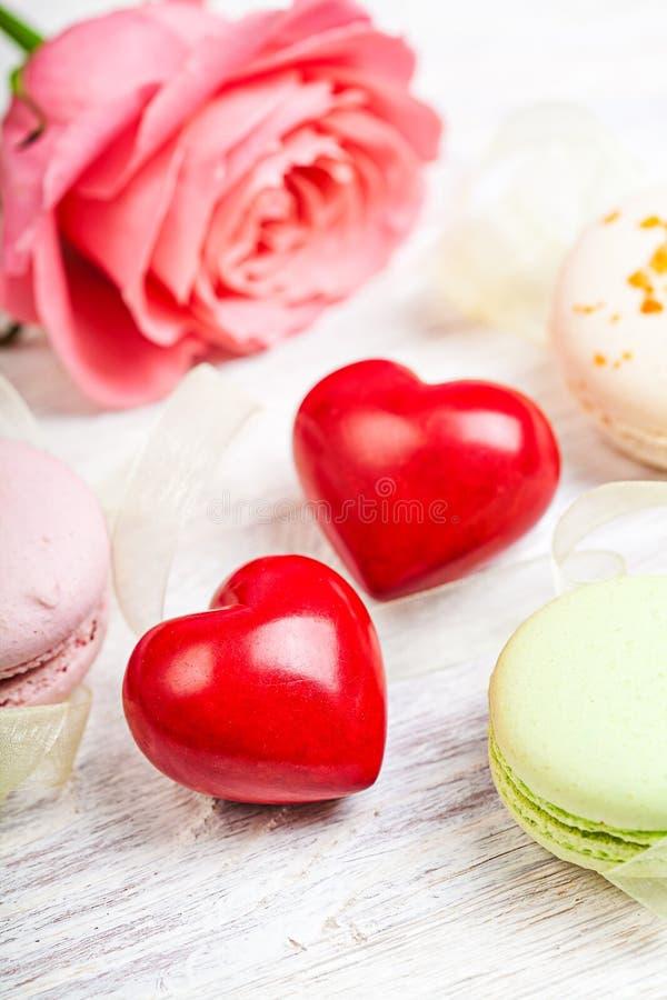 Słucha i cukierki valentine tło obraz stock