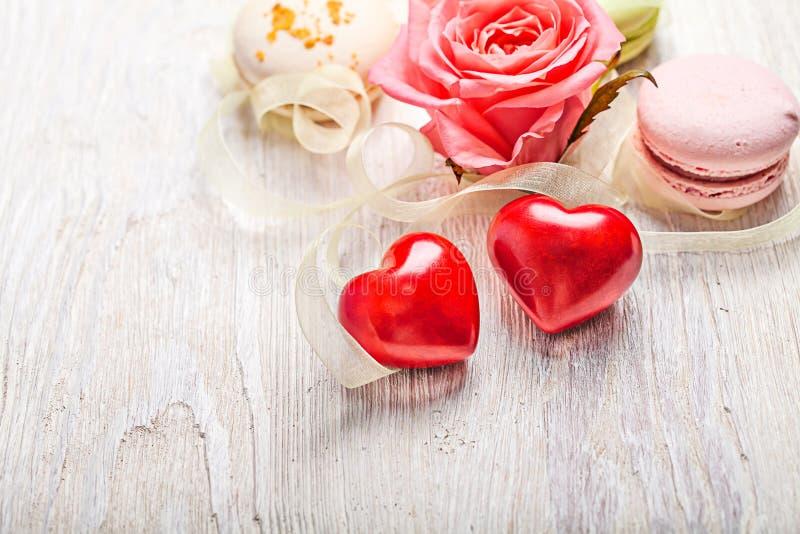 Słucha i cukierki valentine tło obrazy royalty free