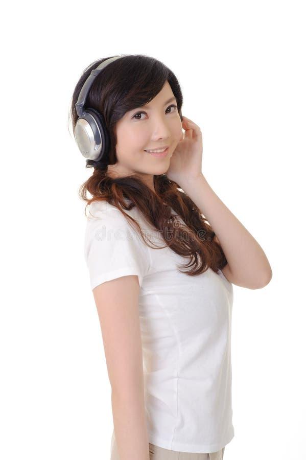 słucha muzycznej kobiety fotografia stock