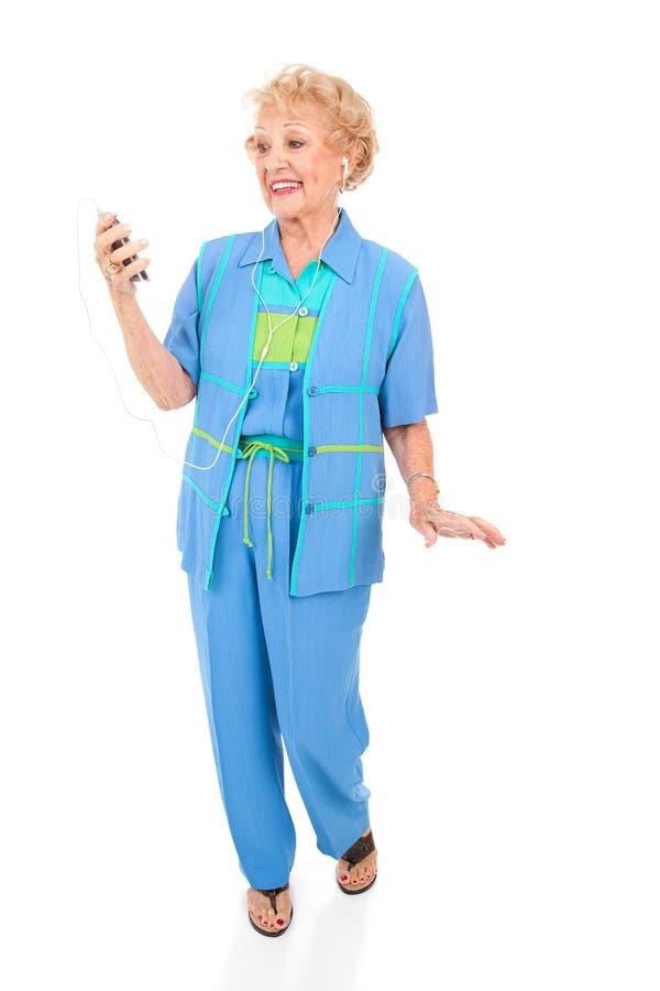 słucha odtwarzacz mp3 seniora kobieta obraz royalty free