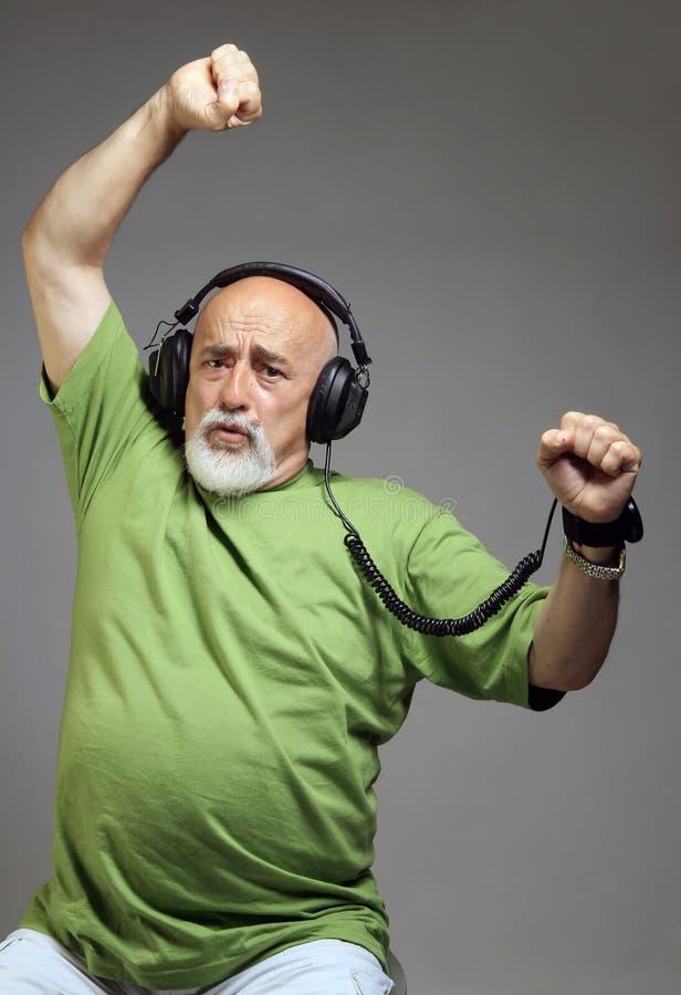 słuchająca muzyka zdjęcie royalty free