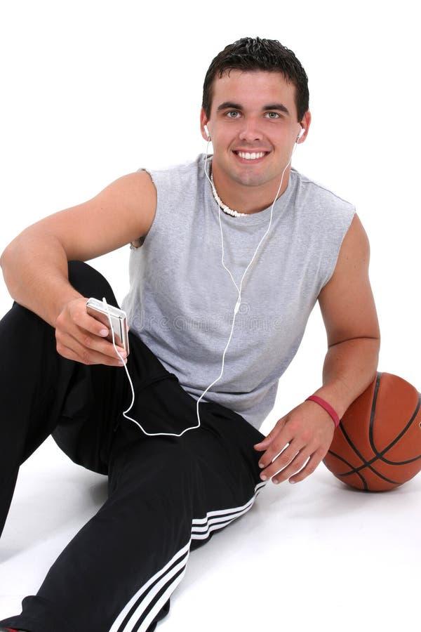 słuchanie muzyki człowiek atrakcyjna młoda zdjęcia stock