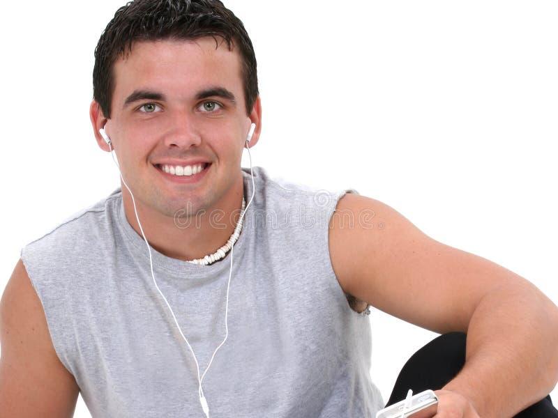 słuchanie muzyki człowiek atrakcyjna młoda fotografia stock