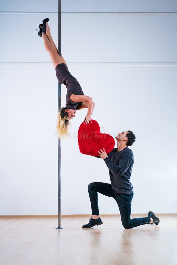 Słupów tancerzy miłość fotografia royalty free