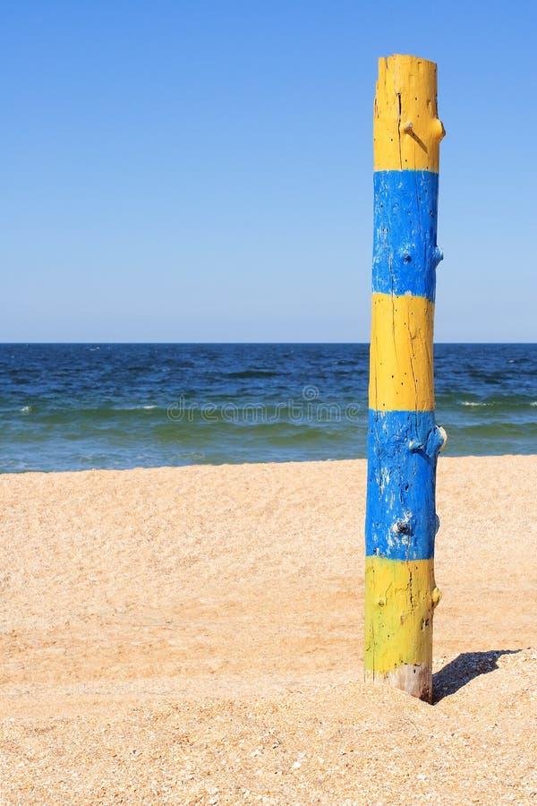 Download Słup graniczny przy plażą obraz stock. Obraz złożonej z granica - 28970047