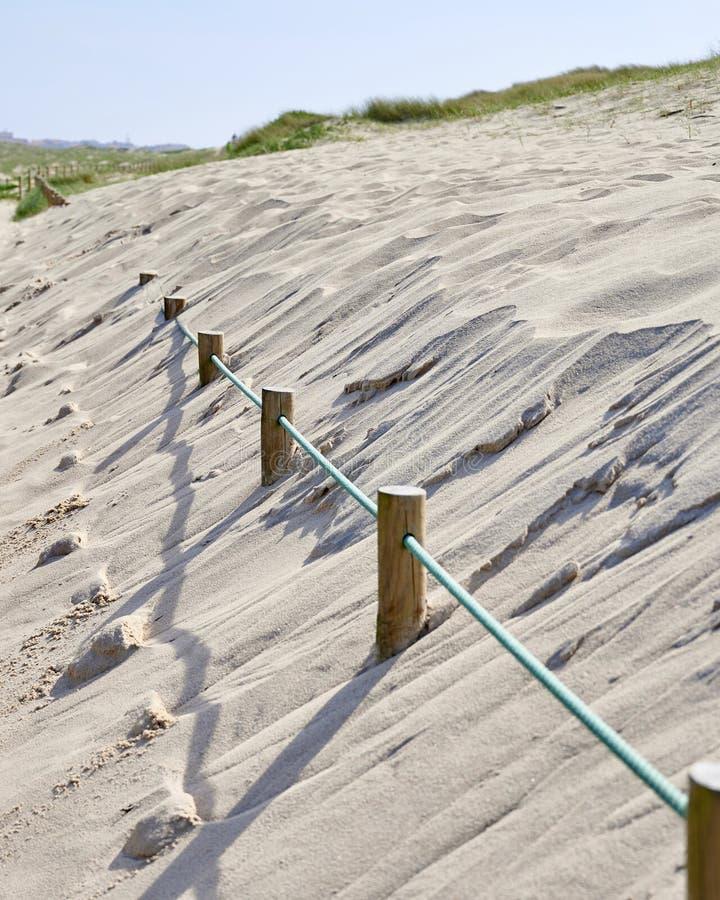 Słupy zakopujący na piasku zdjęcie stock