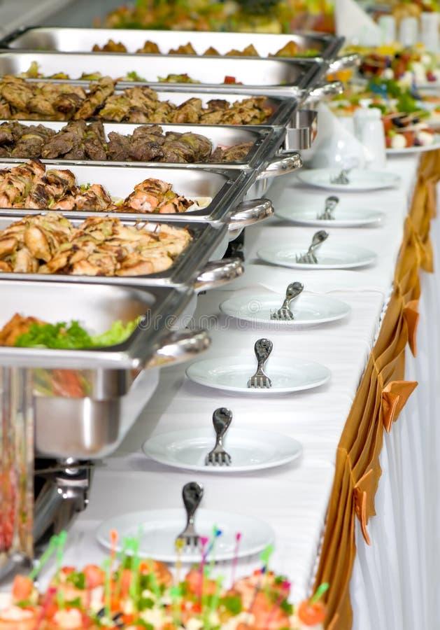 słuzyć stoły bankietów posiłki obraz stock