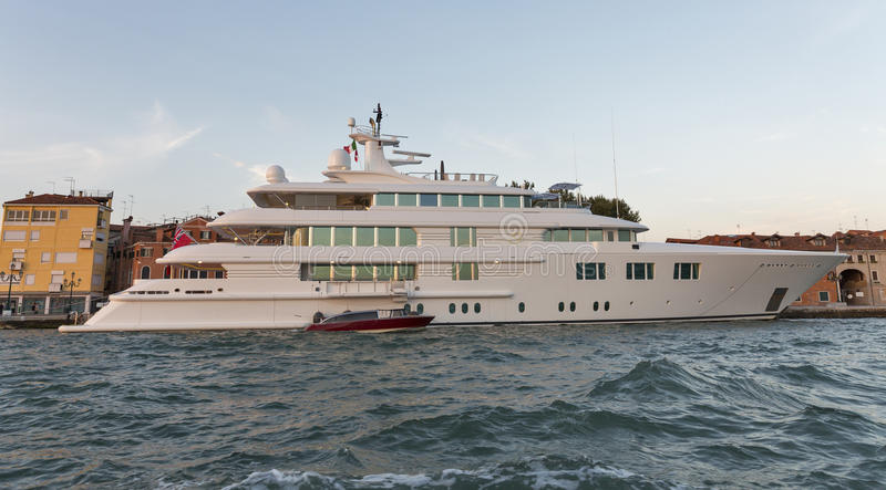 S夫人豪华巡航游艇在威尼斯盐水湖,意大利 免版税库存图片