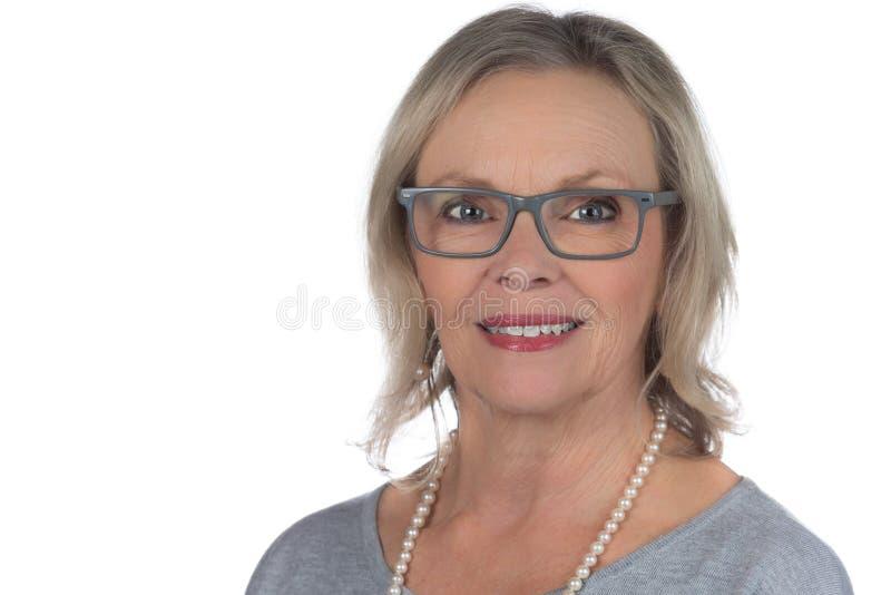 60s妇女白色背景 库存图片