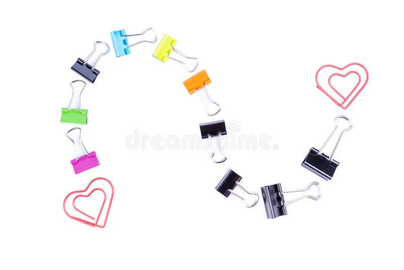 S-καμμμένη γραμμή που γίνεται από τους πολύχρωμους συνδέσμους συνδετήρων εγγράφου στοκ εικόνες με δικαίωμα ελεύθερης χρήσης