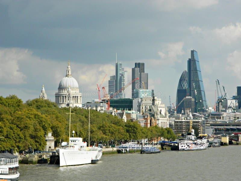 ` S здания ` s Лондона новое и ` s St Paul стоковая фотография rf