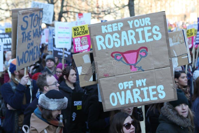 ` S Лондон -го женщин март, 2016 стоковые фотографии rf
