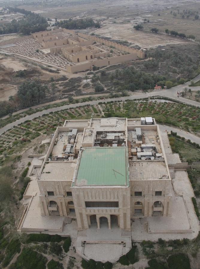 ` S Саддама Хусейна дезертировало дворец в Вавилоне в Ираке увиденном от воздуха стоковая фотография