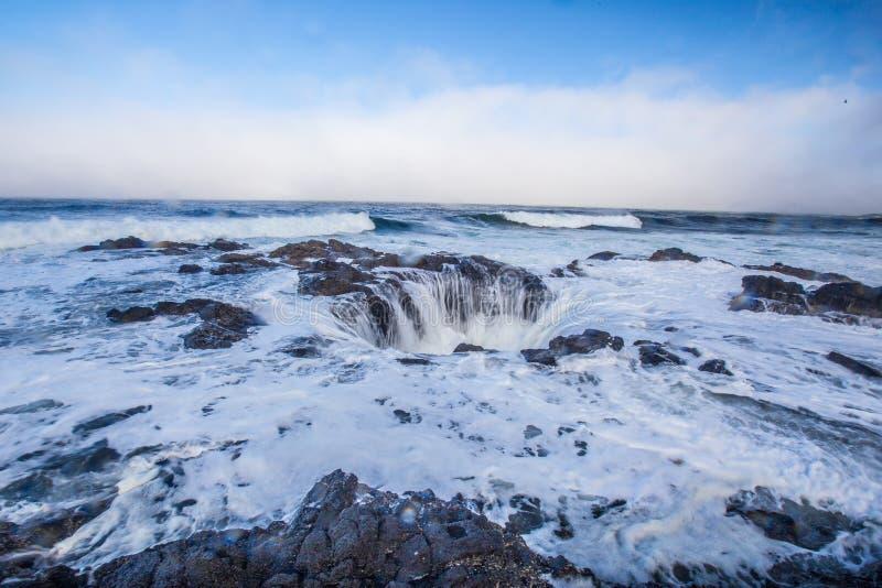 ` S Тора хорошо, побережье Орегона стоковая фотография