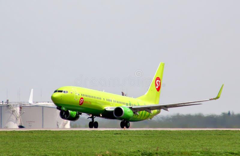 S7 Airlines Boeing 737 royaltyfria bilder