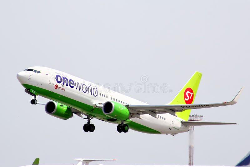 S7 Airlines Boeing 737 royaltyfri foto