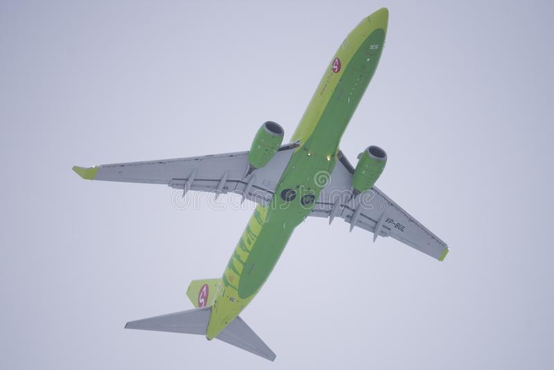 S7 Airlines Boeing 737 após a decolagem foto de stock royalty free