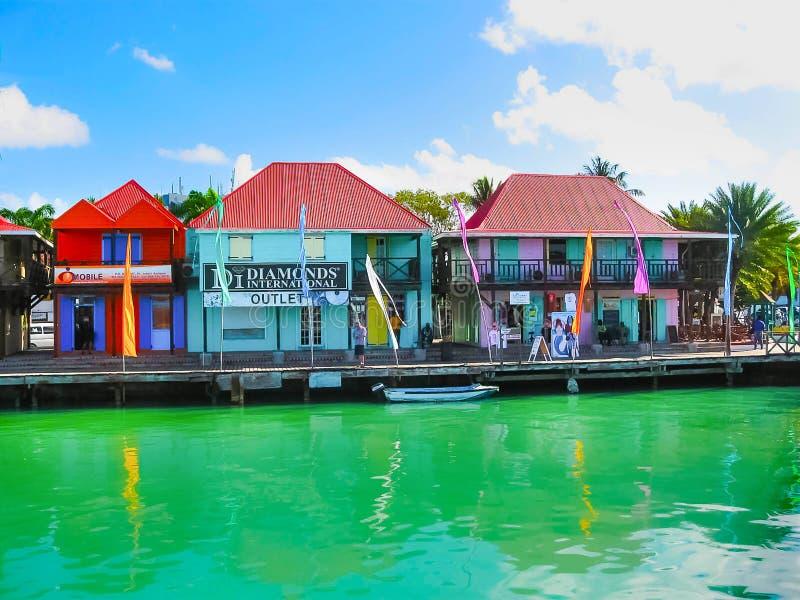 ` S, Antigua e Barbuda di St John - 7 febbraio 2013: ` S, porto principale di St John dell'isola dell'Antigua fotografia stock libera da diritti