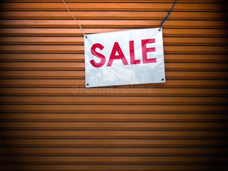 S'arrêter de signe de vente photographie stock libre de droits