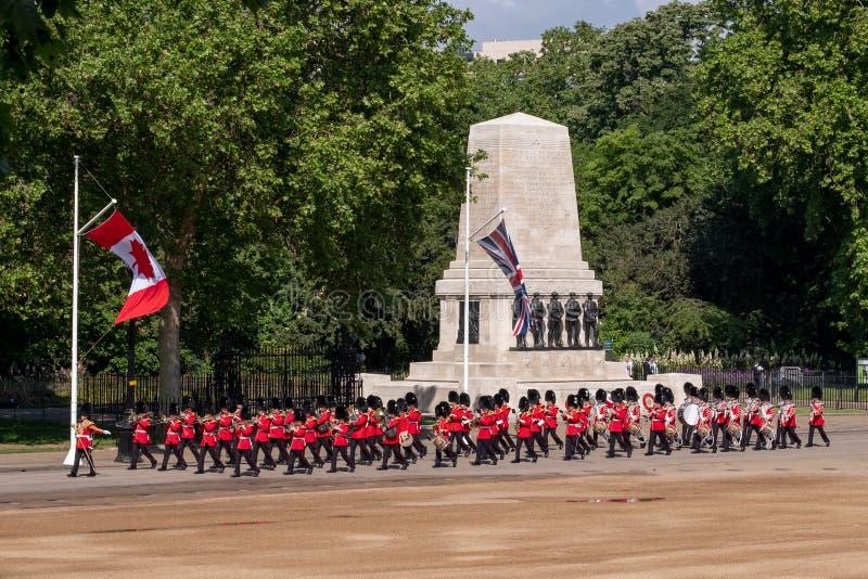 S'assemblant la couleur, cérémonie militaire avec les bandes amassées aux gardes de cheval, Westminster, Londres R-U photos stock