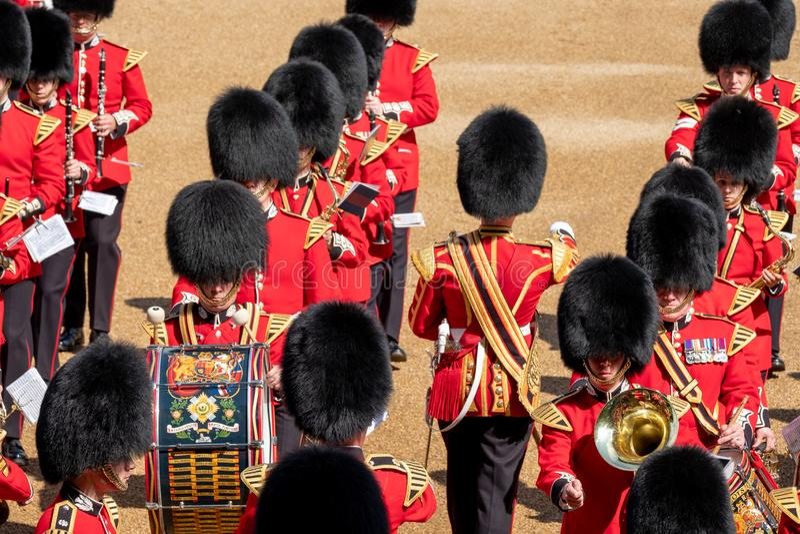 S'assemblant la couleur, c?r?monie militaire avec les bandes amass?es aux gardes de cheval, Westminster, Londres R-U images libres de droits