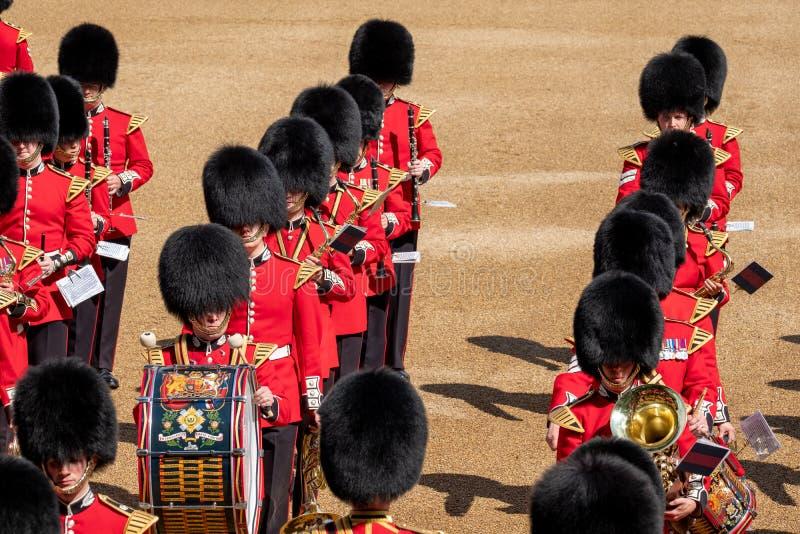 S'assemblant la couleur, c?r?monie militaire avec les bandes amass?es aux gardes de cheval, Westminster, Londres R-U photo libre de droits