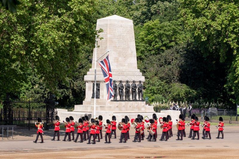 S'assemblant la couleur, c?r?monie militaire avec les bandes amass?es aux gardes de cheval, Westminster, Londres R-U photographie stock libre de droits