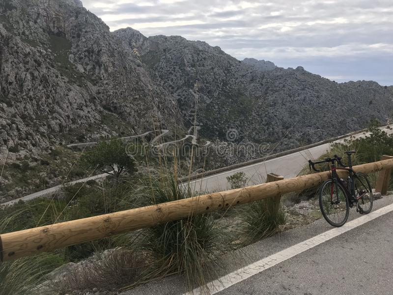 S?awna w??owata droga Sa Calobra, Mallorca zdjęcia stock