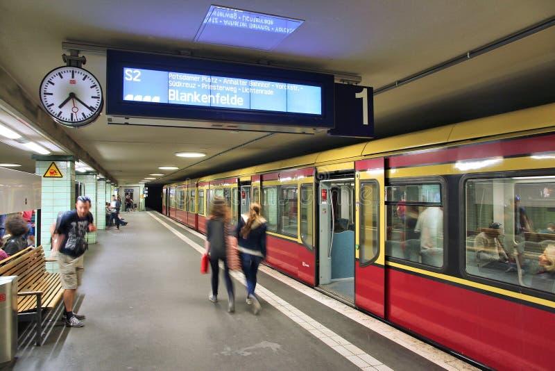 S-Bahn i Berlin royaltyfria foton