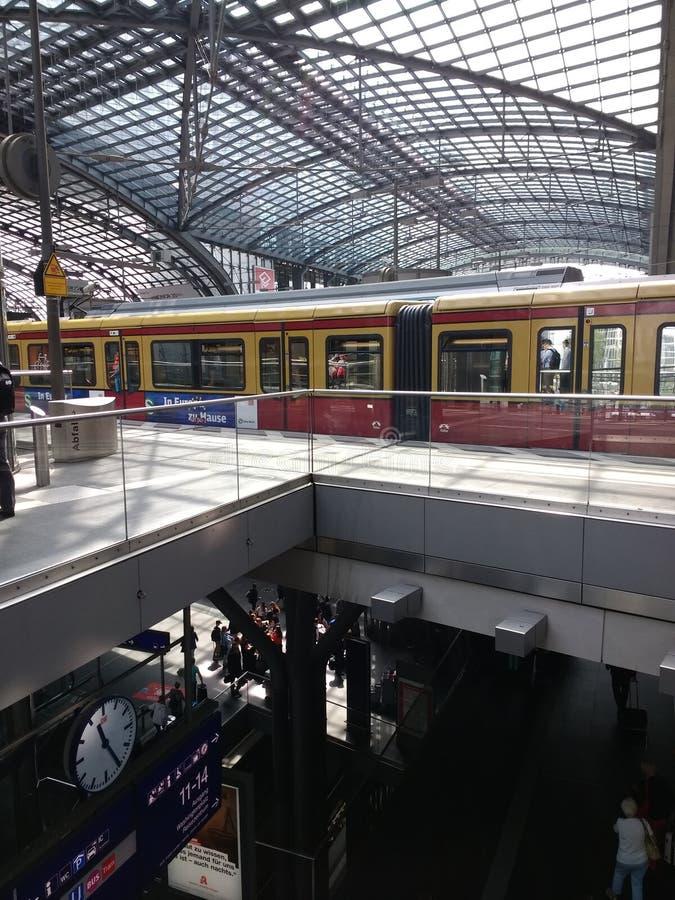 S-Bahn w Berlin Hauptbahnhof railststion obrazy stock