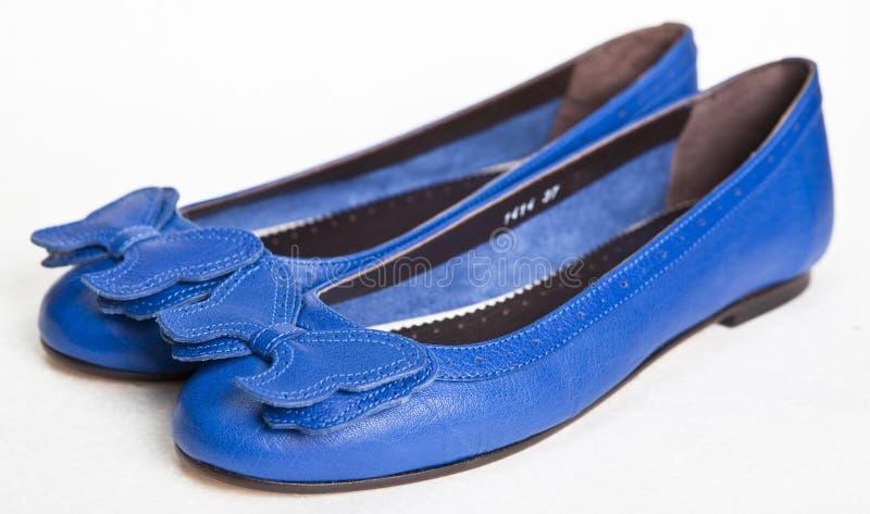 s bleu chausse des femmes photos stock