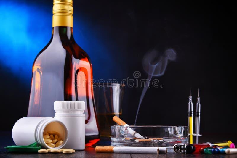 s?chtig machende Substanzen, einschlie?lich Alkohol, Zigaretten und Drogen stockfotos