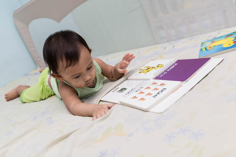 ` S das crianças que aprende primeiramente imagens de stock royalty free
