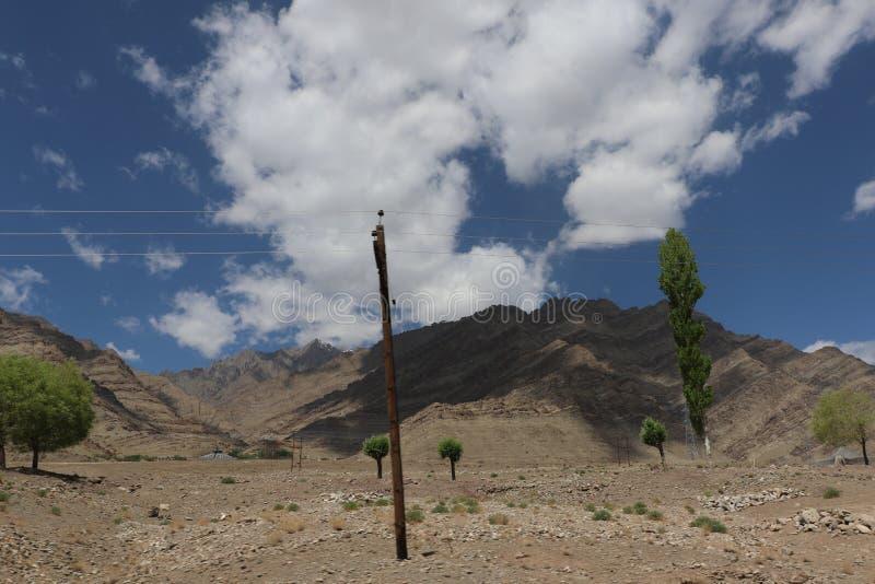 ` S de la India más mortal, caminos muy peligrosos y aventureros de los caminos foto de archivo libre de regalías
