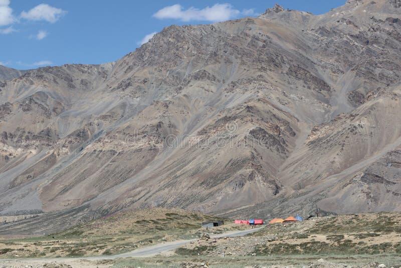 ` S de la India más mortal, caminos muy peligrosos y aventureros de los caminos imagen de archivo