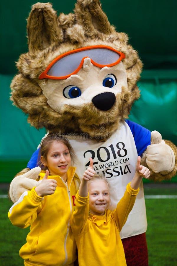 ` S de los niños del fútbol 2018 del fútbol del símbolo de Zabivaka foto de archivo