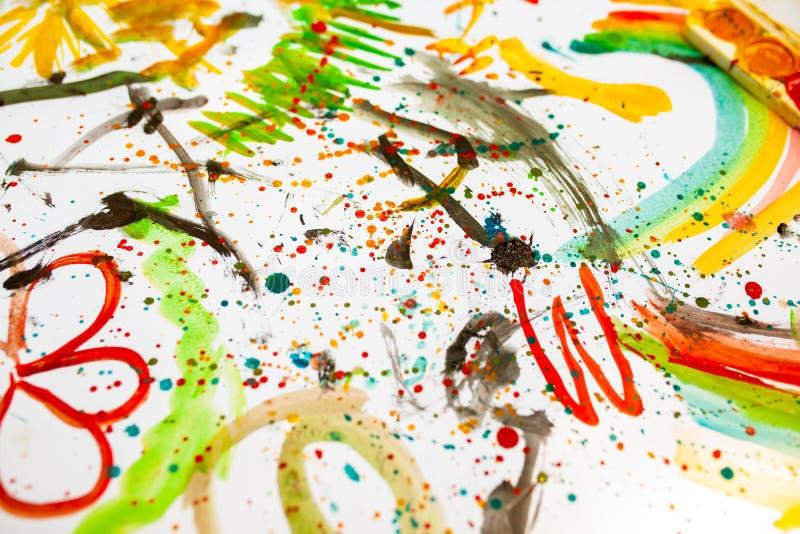 ` S dei bambini che assorbe i colori variopinti Vista vicina e superiore Spettacolo del ` s dei bambini, svago della famiglia fotografie stock
