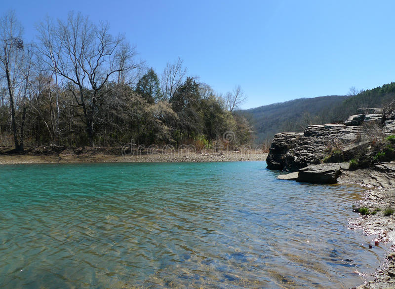 ` S Den State Park, agua azul clara del diablo de Arkansas imagen de archivo libre de regalías